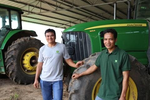 袁福华和覃文光:壮乡蔗海的拖拉机能手